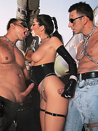 Pirate Presents Lara Stevens Gets Dirty in Her Latex Outfit pictures at freekilomovies.com