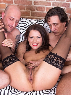 Free Threesome Sex Pictures and Free Threesome Porn Movies