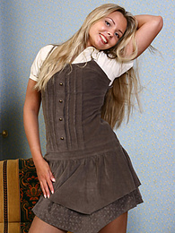 Sexy office girl Lynne starts to slowly strip pictures at dailyadult.info