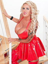 The Boobs & Boots Of A Blonde Brickhouse Brit pictures at freekiloclips.com