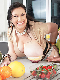 Big Tit Inspector pictures at dailyadult.info