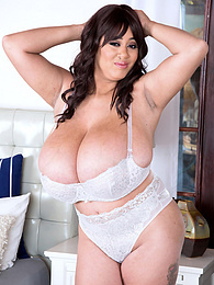 Roxi Red: Bursting Bras Do A Boner Good pictures at freekilomovies.com
