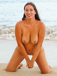 A Sandy MILF pictures at kilogirls.com