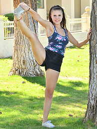 Ex Cheerleader pictures at freekilosex.com