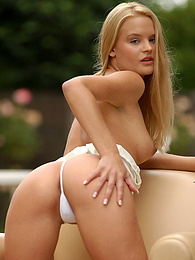 Stunning blonde naked on the couch outside pictures at freekilomovies.com
