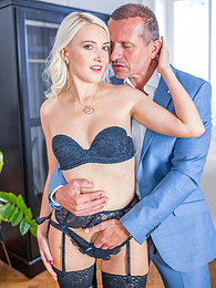 Blonde Helena Moeller Quickly Goes From Sexting to Anal pictures at freekilomovies.com