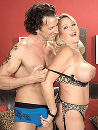 Hot, sloppy, well-fucked cougar cunt pictures at freekiloclips.com