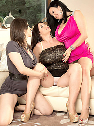 Girls Who Love Girls pictures at freekiloclips.com