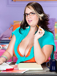 School of Big, Sexy Knockers pictures at freekiloclips.com