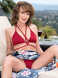Poolside butt-plugging with Cyndi Sinclair pictures at find-best-videos.com
