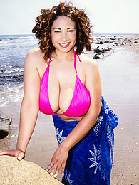 On The Beach With Via Paxton pictures at freekilosex.com