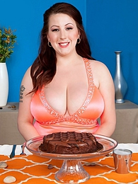 Food and Pleasure pictures at kilogirls.com
