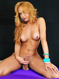 Tgirl Carla Abiazzi Shows Her Irresistible Cock pictures at kilogirls.com