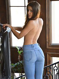 Buttalicious Jeans pictures at freekilosex.com