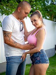 Busty MILF Candy Alexa gets fucked hard in the backyard pictures at kilomatures.com