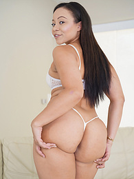 Gorgeous babe Adriana Maya exposes her thick juicy ass pictures at freekilosex.com