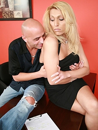 Boss Shawna Vegas wants her staff to make an extra effort! pictures at freekiloclips.com