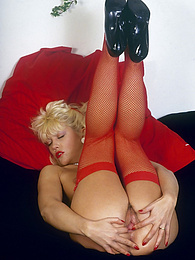 Eighties chick in stockings knows how to pleasure herself pictures at freekiloporn.com