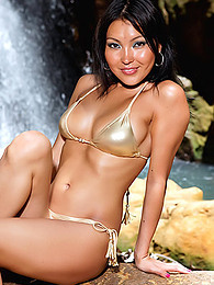 Shiny gold bikini is astoundingly sexy on the beautiful Asian Li Mei pictures