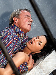 Girl in jail fucked deep pictures at freekilomovies.com