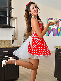 The Naughty Housewife pictures at freekiloclips.com