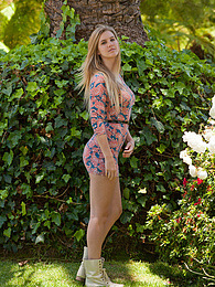Holly Benson Blonde Landscaping pictures