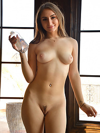 Penelope - double penetrate pictures at kilogirls.com