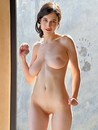Giulia II - moving pictures pictures at kilogirls.com