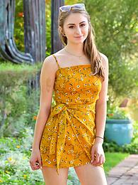 Penelope - sunny yellow pictures at freekilomovies.com